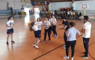 """GIMME FIVE"" AL PALAKRO:CROTONE SI E' DIVERTITA CON EASY BASKET"